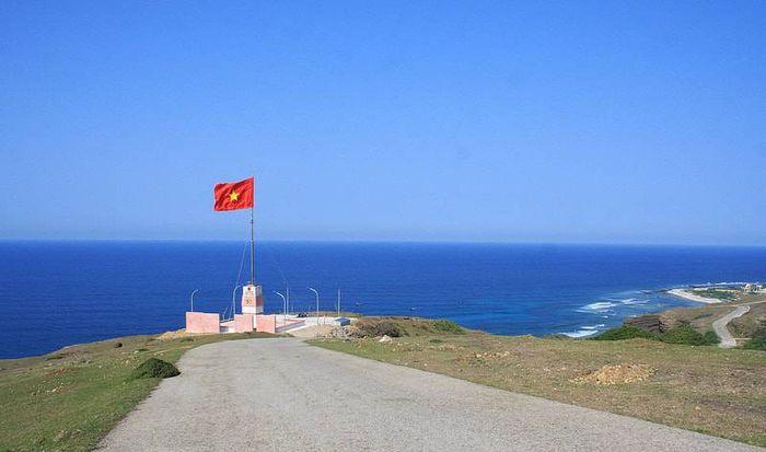 Cột cờ trên đảo Lý Sơn, đảo lý sơn, kinh nghiệm du lịch