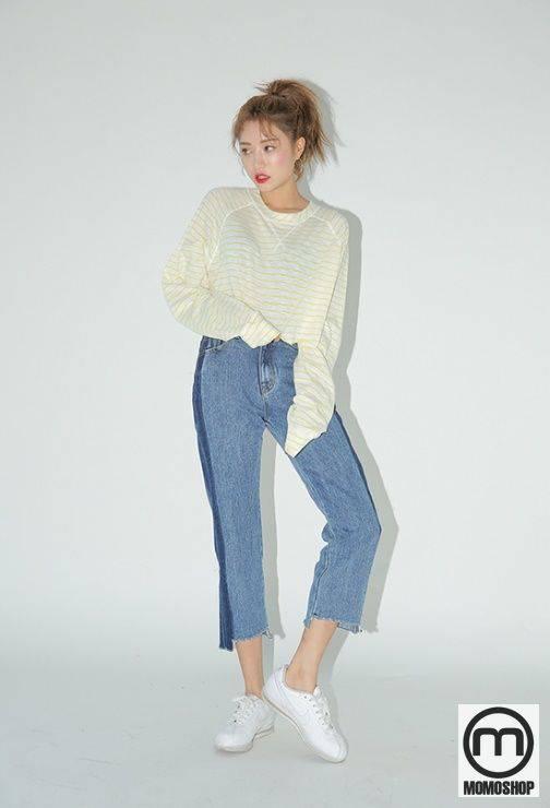 Lưu ý, để làm cho chiếc áo len trông tự do và thời trang hơn, phụ nữ nên học cách kết hợp áo sơ mi với quần jeans cạp cao sẽ hợp thời trang hơn là mix cùng quần jeans khác.