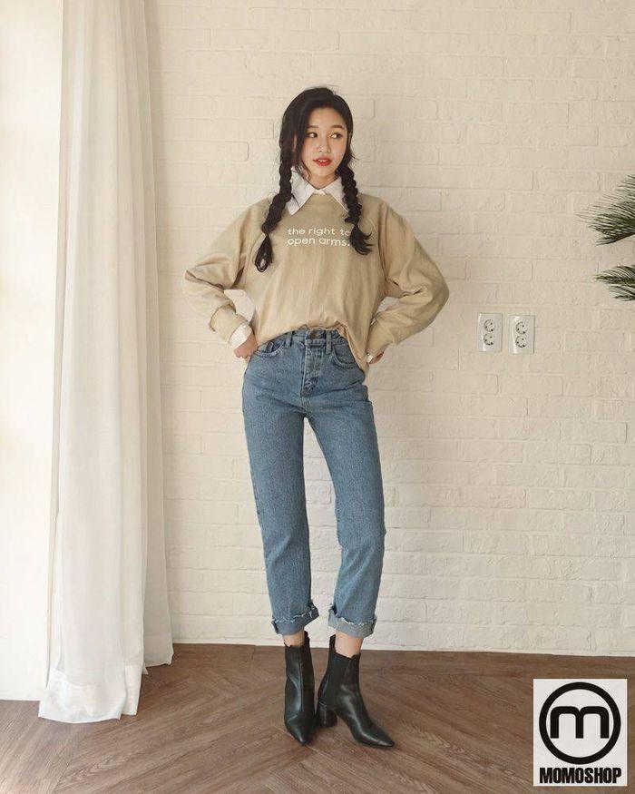Cách tối ưu nhất để mặc áo polo là đơn giản và không kém phần hấp dẫn là sử dụng chúng để phối với quần jean nữ.