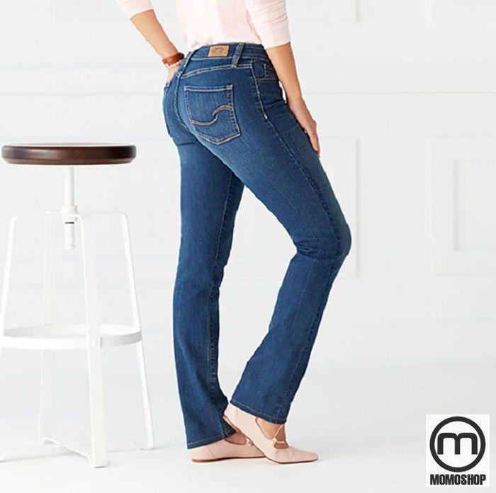 Đặc điểm chính của loại quần này là chiều rộng từ đầu gối đến quần gần như bằng nhau. Đây là một loại quần jean phổ biến, và phù hợp với mọi hình dạng. Đặc biệt là những người có vóc dáng nhỏ.