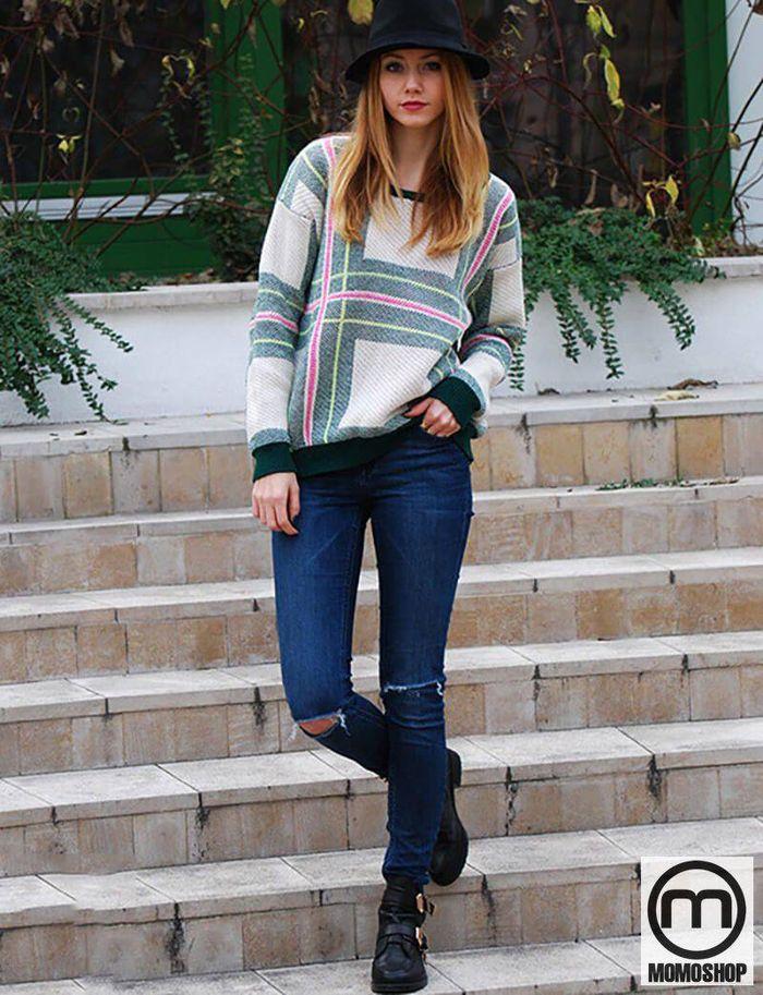 Sự kết hợp giữa cardigan và quần jeans phù hợp với set đồ này để tạo nên một set đồ vừa trẻ trung, năng động, vừa cá tính. Đặc biệt khi kết hợp với kính thời trang, trông bạn thật ngầu.