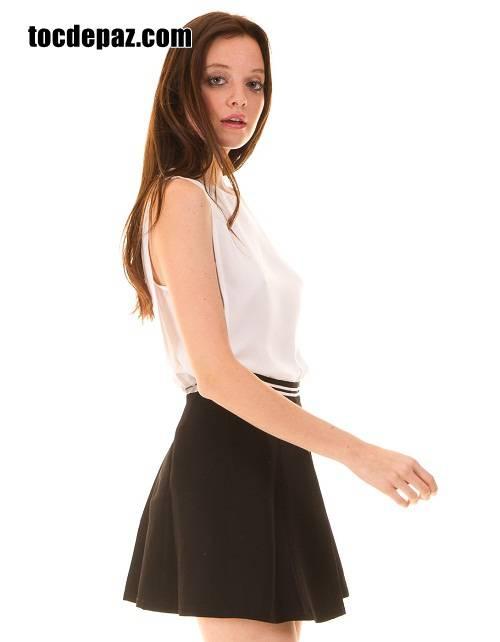 Chân Váy xếp ly ngắn mix với áo chất liệu nhẹ nhàng