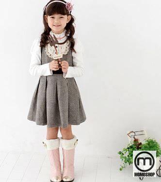 Bạn có thể điều chỉnh cho bé bằng cách đeo băng đô bằng vải hoặc mũ nồi xinh xắn.