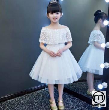 Phong cách váy trắng công chúa rất được các bé yêu thích.