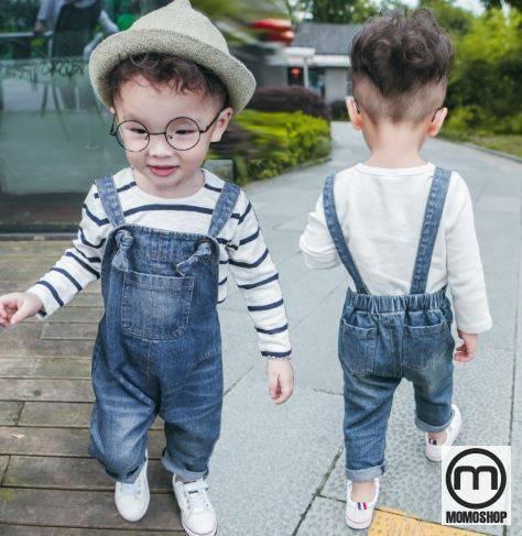 Các mẹ cũng không cần phải cầu kỳ và phức tạp để có thể chọn cho mình một bộ quần áo rất hài lòng. Quần yếm có thể xuất hiện khi đi du lịch, học tập ... đơn giản nhưng đẹp.
