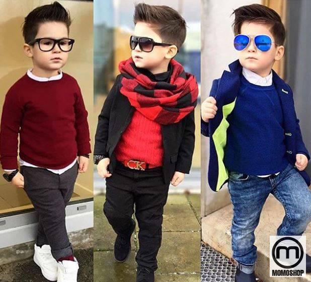 Set phong cách quý ông sẽ được thể hiện rõ hơn thông qua sự kết hợp giữa kiểu tóc cắt tóc và kính. Trang phục cho bé trai có thể là áo len với quần có râu hoặc áo khoác ngoài sành điệu và khăn quàng cổ thanh lịch.