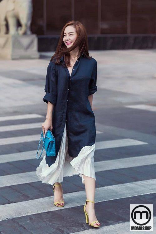 Mix áo sơ mi dáng dài với chân váy xếp ly