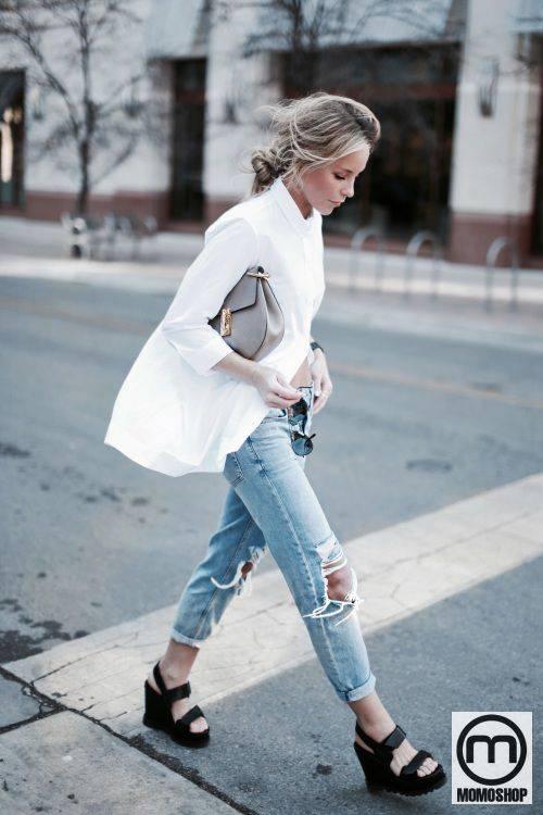 Mix áo sơ mi dáng dài với quần Jean rách
