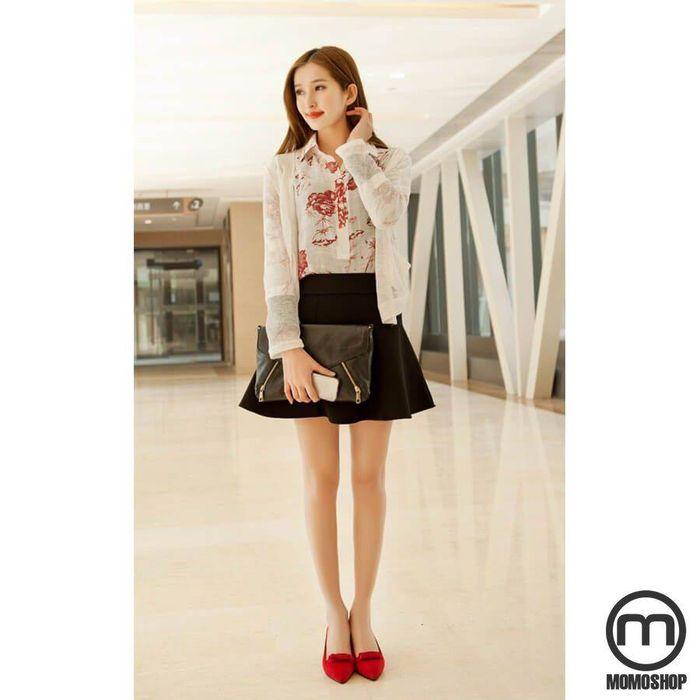 Kết hợp giày búp bê với váy ngắn hoặc quần short