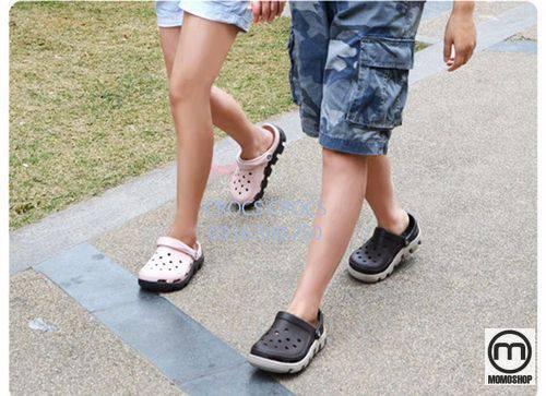 """Câu chuyện kể về """"đôi giày xấu xí"""""""