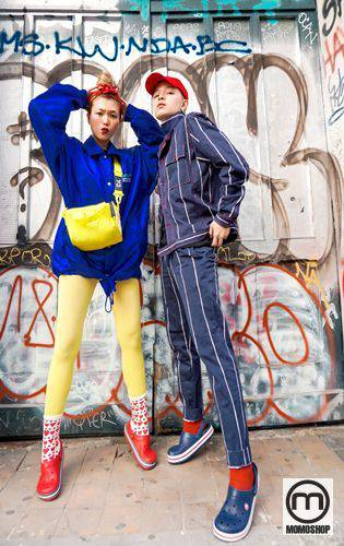 Nhờ cá tính và hình ảnh thời thượng, stylist Kelbin Lei và VJ Kaylee Hwang đã dần trở thành cặp đôi thời trang mới tại Việt Nam. Do đó, có thể hiểu rằng họ là những người tiên phong cho xu hướng kết hợp Crocs & Socks.