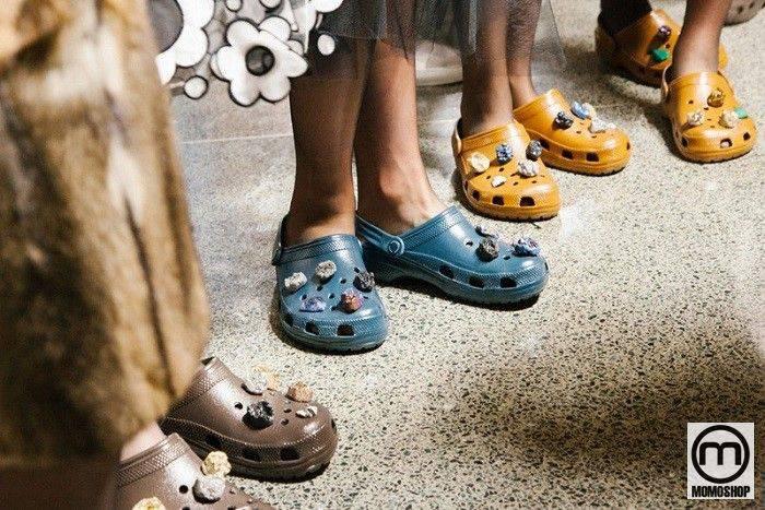 các mẫu Giày Crocs phổ biến