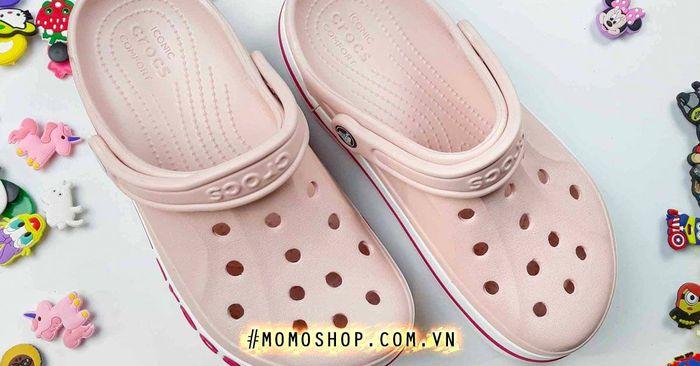Giày Crocs cách phân biệt hàng real và fake