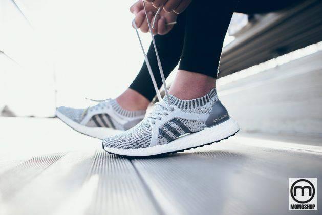 Chọn giày đi bộ cổ lửng, không có miếng đệm lót mắt cá chân