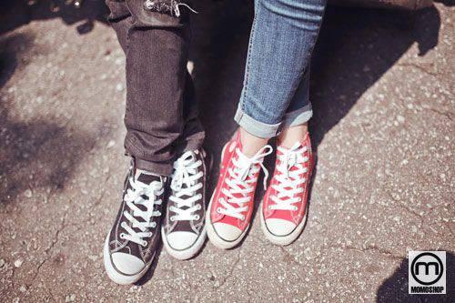 Giày couple cùng kiểu dáng, khác màu sắc