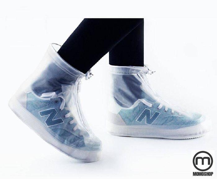 Dùng áo mưa cho giày ( Giày bọc )