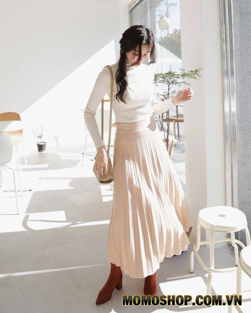 Áo sơ mi trắng + chân váy là một bộ quần áo hoàn hảo trong mùa thu.