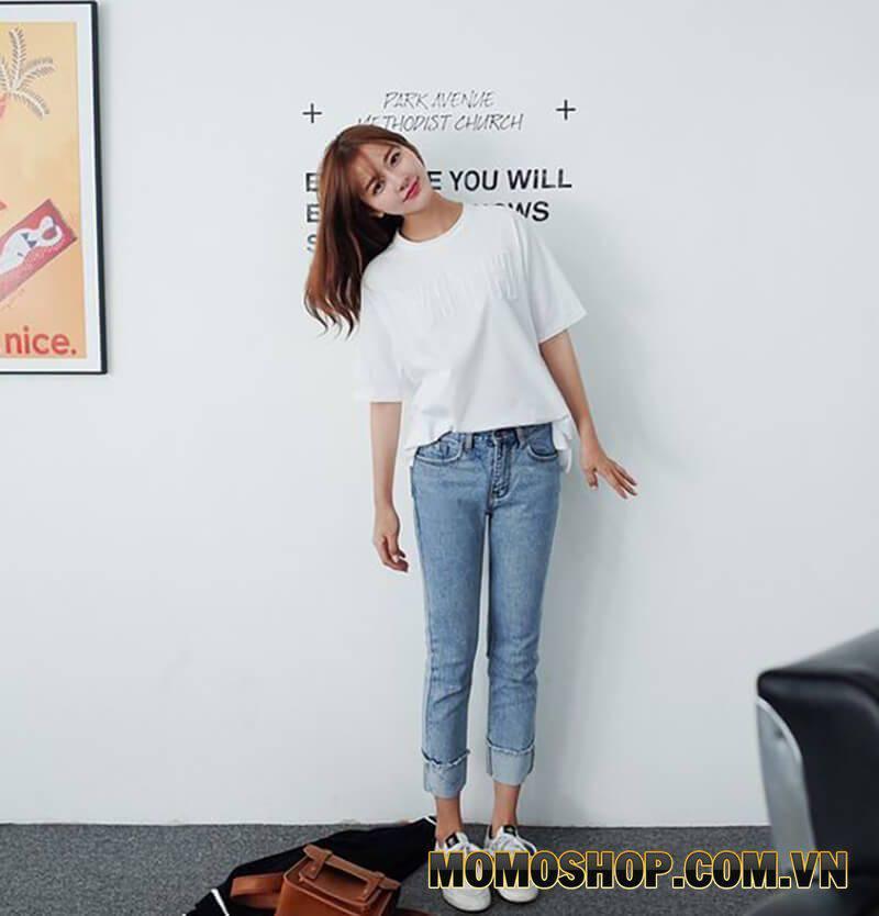Quần Jean kết hợp với áo phông đơn giản