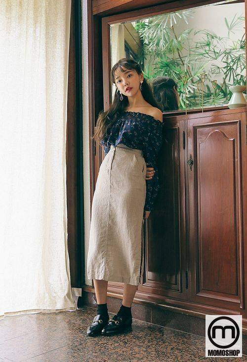 Mix đồ theo phong cách Vintage với áo trễ vai phối cùng chân váy Midi