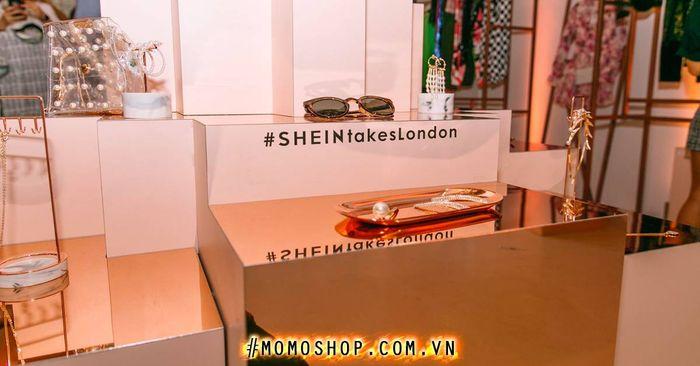 Shein là một trong những nhà bán lẻ thời trang trực tuyến lớn nhất