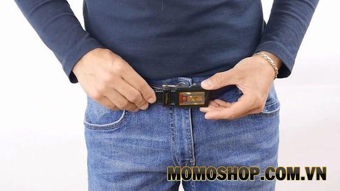 Mặt khóa thắt lưng phù hợp khi mặc với quần jeans