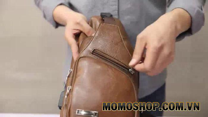 Túi đeo chéo size nhỏ phù hợp với nhiều lứa tuổi