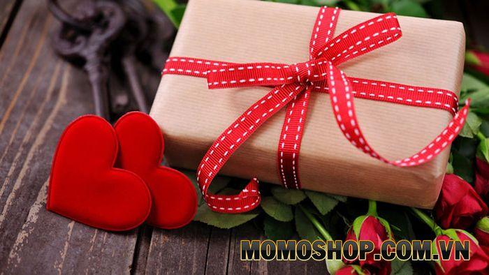 Ý nghĩa của tặng thắt lưng nam trong tình yêu đôi lứa